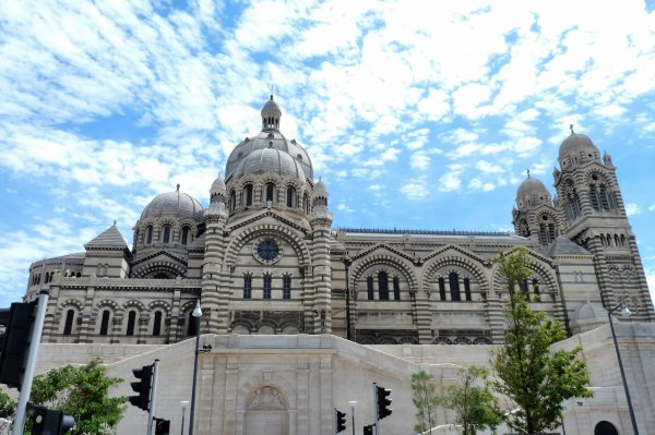Cathédrale de la Major avec 2 photos de Pierre Paul- texte de Linda Mestaoui