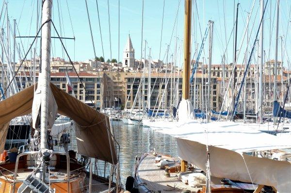 Bisous- Bisous - Bisous du vieux Port de Marseille ( photo Pierre Paul )