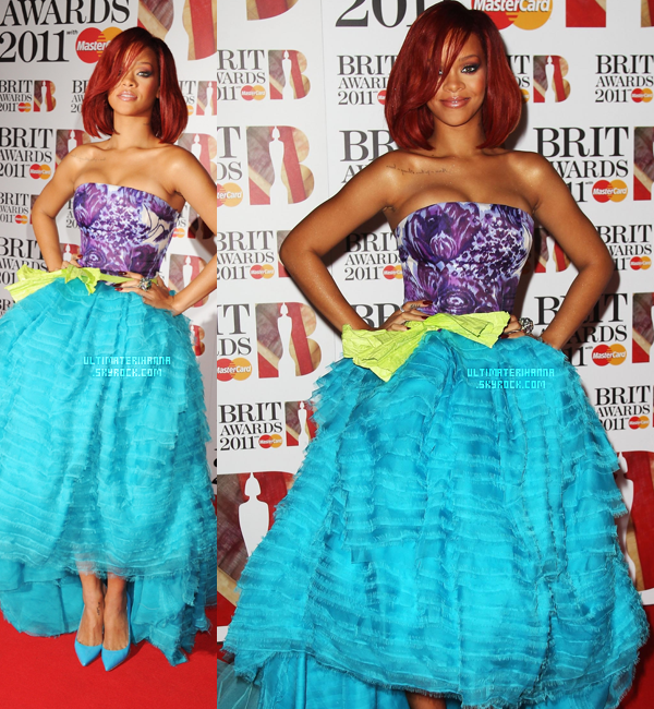 . 15/02/11 : Rihanna Fenty était présente sur le tapis rouge des Brit Awards 2011. La belle performera ensuite Only Girl (in the world), S&M ainsi que What's My Name. Un top ou un flop pour ses tenues ? . - article flashback - article flashback - article flashback - article flashback - article flashback - article flashback article flashback - article flashback -