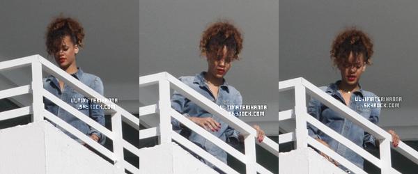 . 31/12/11 : Rihanna F,au balcon de son hôtel, puis sortant de son hôtel à Miami.Top ou flop pour Ri ? .