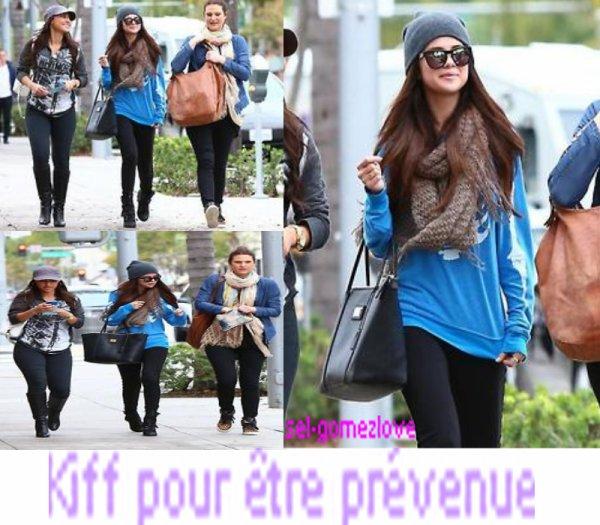 Selena se balade dans LA.