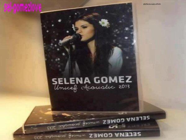 Selena au studio + affiche S-B + Pochette du DVD du concert de l'UNICEF