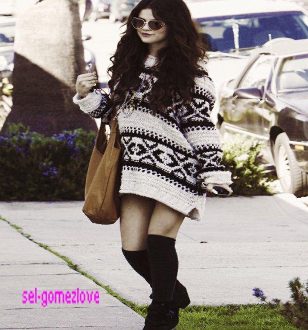 Selena à une station d'essence à Santa Monica