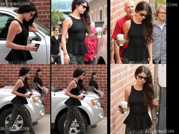 Selena quittant le studio