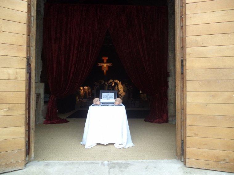 Reportage photographique de Valréas (18) : le couvent des Cordeliers, exposition couturiers et costumiers