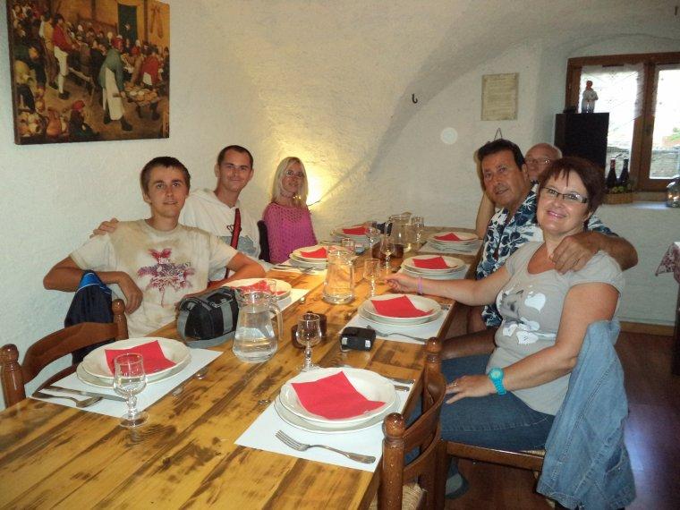 Tous au restaurant à l'Auberge de la Cure de Maljasset !  (photos 2)