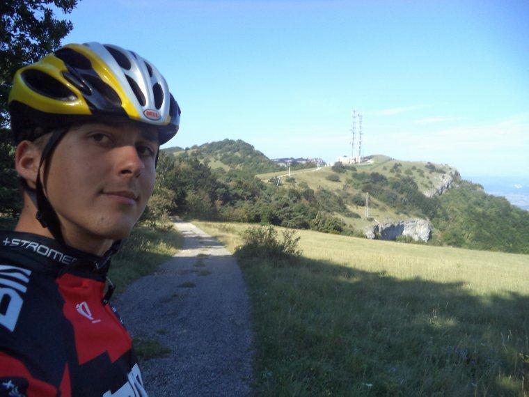 Ascension de la montagne de Saint-Maurice (921 mètres) à vélo route, pire que les pavés de Roubaix (photos 3)