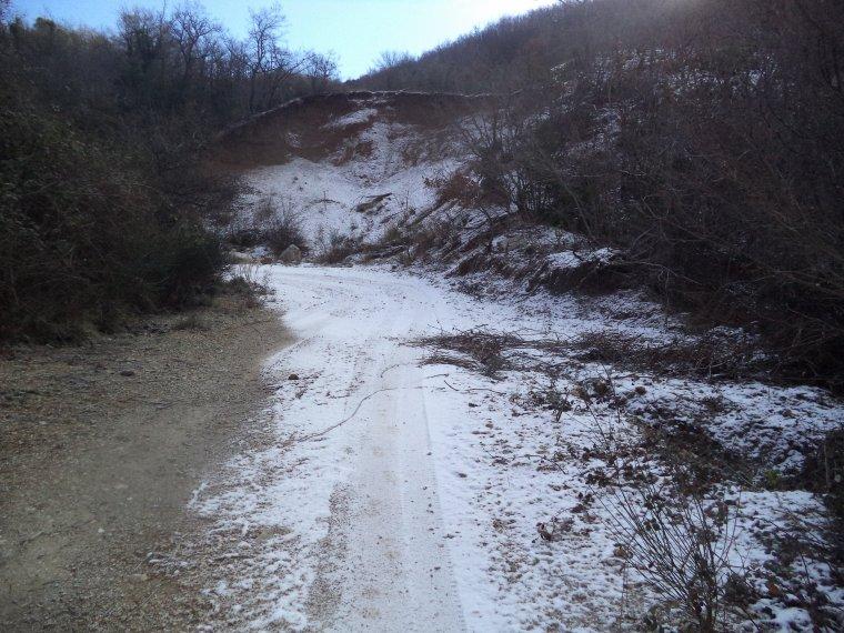 Randonnée à la montagne de la croix avec 30cm de neige et sous la neige !