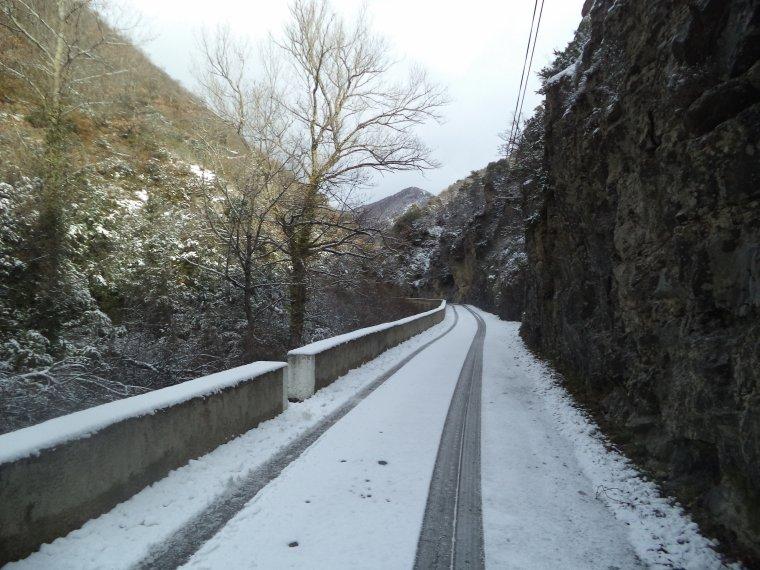 Ascension du col de Valouse avec la neige, plus beau tour de vélo de l'année, (photos 4)