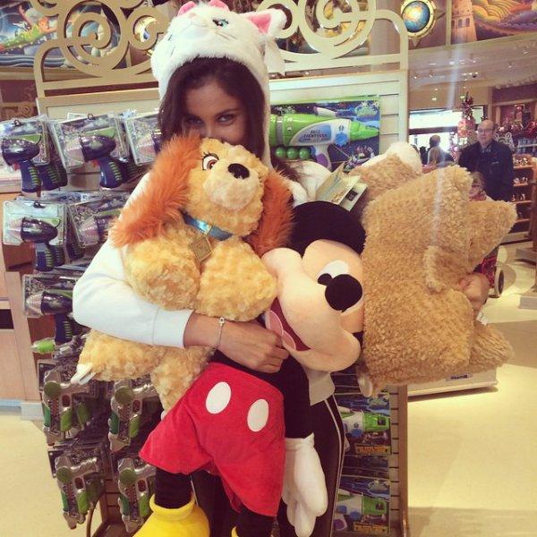Malika Ménard - Disneyland