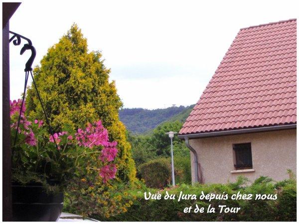 La vue depuis chez nous : le Jura ! Photos prises à midi (il faisait très beau)