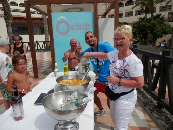 Désolée mes maîtres étaient en vacances : destination Canaries! ;)