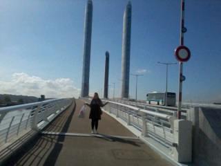 Sur le nouveau pont