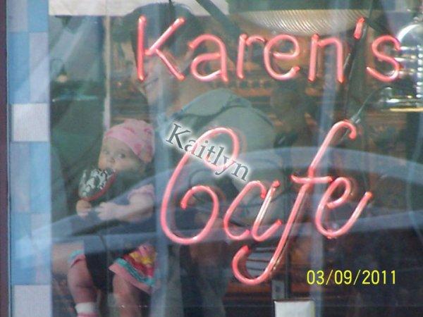 les nouvelles photos du Karen's Café.