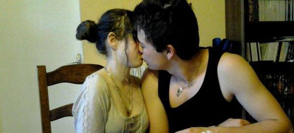 Il y a quatre jours, ça faisait cinq mois mon ange. J'imagine même pas vivre sans toi, mon coeur a cherché pendant longtemps la personne qui me fallait et se fut toi et sa restera toi. On a passé tellement de bon moment ensemble, on se voit tous les jours, et pendant ceux-ci ce qui m'importe le plus ses de voir que tu ailles bien et aussi ton magnifique sourire . Tu as pris mon coeur et ne l'as jamais relaché, tu es gentille, belle, etc...  Tous sa pour te dire que avec toi je suis au Paradis  I love you.