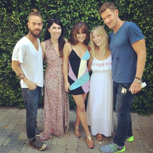 .  10/08/2014  : Lea été présente au Teen Choice Awards.    J'aime beaucoup sa robe ! très jolie ! et puis j'aime tellement la voix les cheveux détachés ! ils sont magnifiques  TOP.      [/font=Arial]    .
