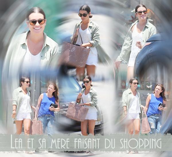 .  25/07/2016  : Lea et sa mère faisant su shopping à Los Angeles.     Je trouve sa tenue top ! simple mais jolie  ! J'aime ses chaussures TOP.      [/font=Arial]    .