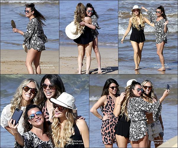 .  22/02/2017  : Lea    sur la plage de Maui à Hawaï entourée de ses amies .     J'aime beaucoup la combi de Lea, elle est très jolie! et j'aime également sa coiffure! TOP   [/font=Arial]    .