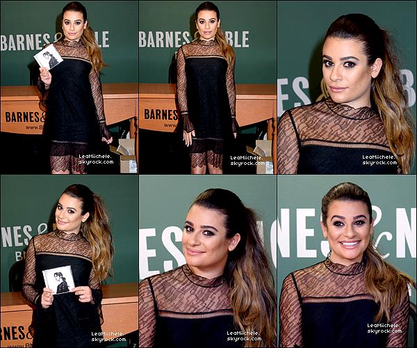 .  28/04/2017  : Lea   en séance de dédicace pour son album a Barnes  & Noble..    J'adore sa tenue et sa mise en beauté! cette coiffure lui va super bien je trouve  TOP.[/font=Arial]    .