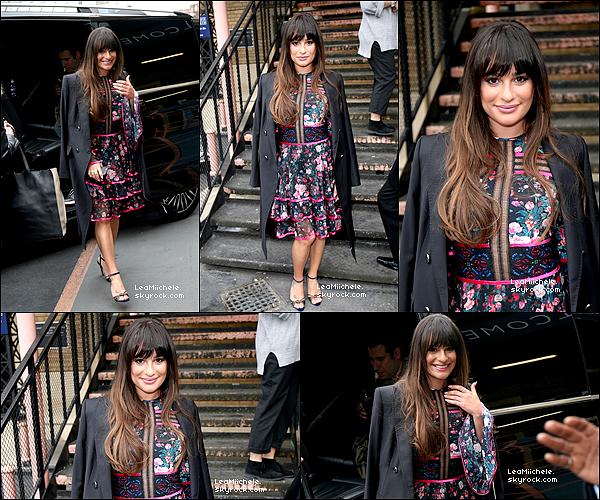 """.  23/04/2017  : Lea   arrivant pour l'émisson """"Sunday Brunch"""" à Londres.    J'aime sa robe!   TOP.[/font=Arial]    ."""