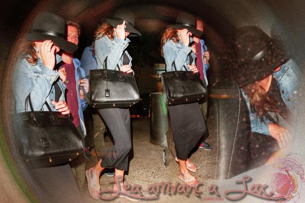 .  03/01/2014  : Lea   a été vue a l'aéroport de lax.    La belle est de retour après avoir passé quelques jours de vacances avec son meilleur ami Jonathan.  TOP.[/font=Arial]    .
