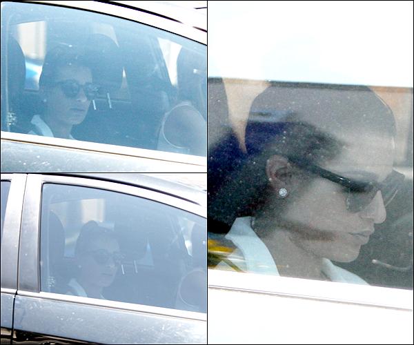 .  20/08/2013  : Lea   a été vue quittant un salon.    Lea a été vue dans une voiture.. La belle est bien tristounette.. j'aime pas la voir comme sa .. sa me fait de la peine.  .[/font=Arial]    .