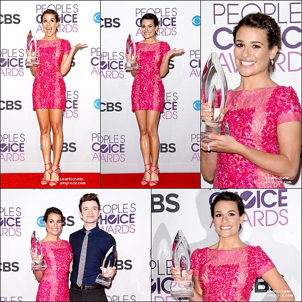 .  09/01/2013 : Lea était présente au People Choice Awards.    Lea est parfaite !!! Sa robe est super jolie, elle la porte très bien ! J'adore son make up et sa coiffure !! C'est un  TOP.[/font=Arial]    .