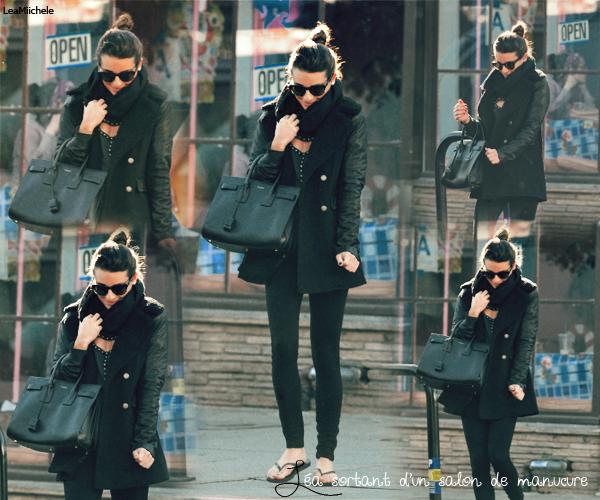 .  09/12/2013 : Lea a été vue sortant d'un salon de manucure.  J'aime beaucoup le manteau de Lea! Elle est toute mignonne! C'est un  TOP.[/font=Arial]    .
