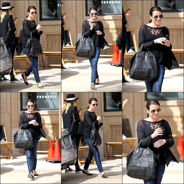 .  19/03/2013 : Lea a été vue faisant du shopping chez Barney's a New York.  Tenue simple pour Lea mais c'est un sans faute pour moi ! j'adore ! C'est un  TOP.[/font=Arial]    .
