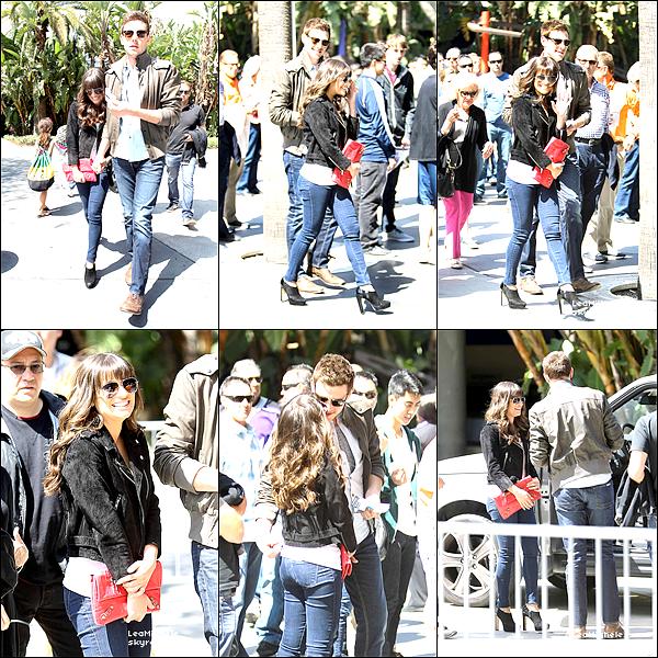 .  23/03/2013 : Lea et Cory ont été vus arrivant au Staples Center.  Ils sont juste sublimes tous les deux !! j'aime tellement la tenue de Lea !!! tout est parfait ! C'est un  TOP.[/font=Arial]    .