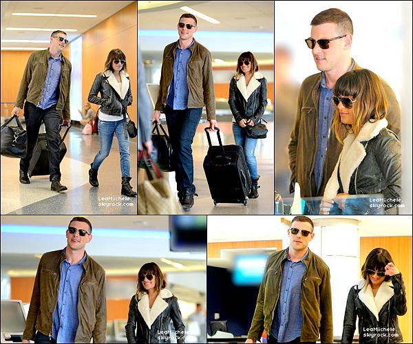 .  26/04/2013 : Lea et Cory ont été vus à l'aéroport de LAX.   J'aime beaucoup la tenue de Lea ! son manteau est super et ses bottines aussi !C'est un  TOP.[/font=Arial]    .