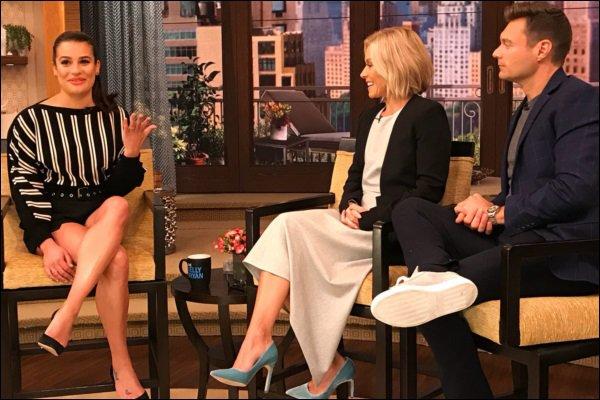""".  12/10/2017 : La promo continue pour Lea.  La belle était présente dans l'émission """" Live with Kelly & Ryan"""".   J'aime la tenue de Lea. Son make up et sa coiffure sont sublime je trouve. C'est    un TOP.[/font=Arial]    ."""