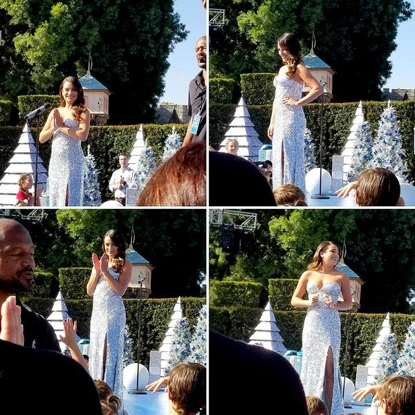 ".  14/11/2017   ►Lea s'est rendue au   "" ABC TV Christmas special"" au parc Disneyland à Anaheim en Californie.   La belle a interprété ""Let it Snow"" et ""Baby It's Cold Outside"" avec Joey McIntyre . ce sont    deux très beau TOPS.[/font=Arial]    ."