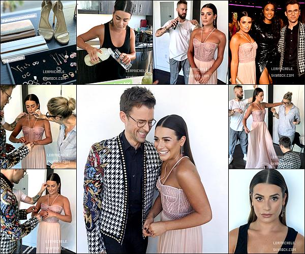 """.  19/11/2017   ►Lea était présente a la cérémonie des :   """"American Music Awards"""" au Microsoft Theater à L.A.   J'aime beaucoup cette sortie ! Sa robe est très belle et lui va très bien ! J'aime également son make up.  C'est un très beau TOP.[/font=Arial]    ."""