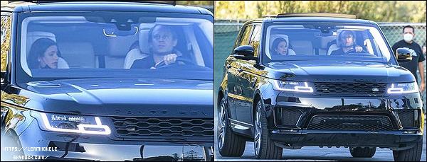 •••  CANDIDS   Nouvelle séance de marche pour les mariés et Edith, dans les rues de Santa Monica, le 16 août 2020            02 jours plus tard (18 août 2020) Lea et Zandy ont été photographié dans leur voiture à Malibu. Pas d'avis à donner pour ces 02 candids.