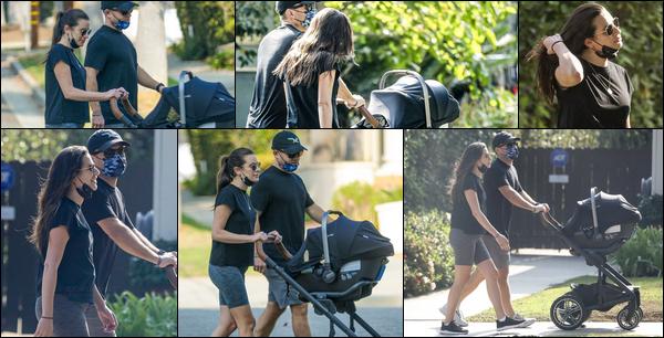 •••  CANDIDS   Lea, Zandy et leur fils Ever Leo été en balade dans Los Angeles, le 09 octobre 2020            Pas grand chose à dire sur ce candids, tenue décontracté pour le couple, parfait pour se balader.