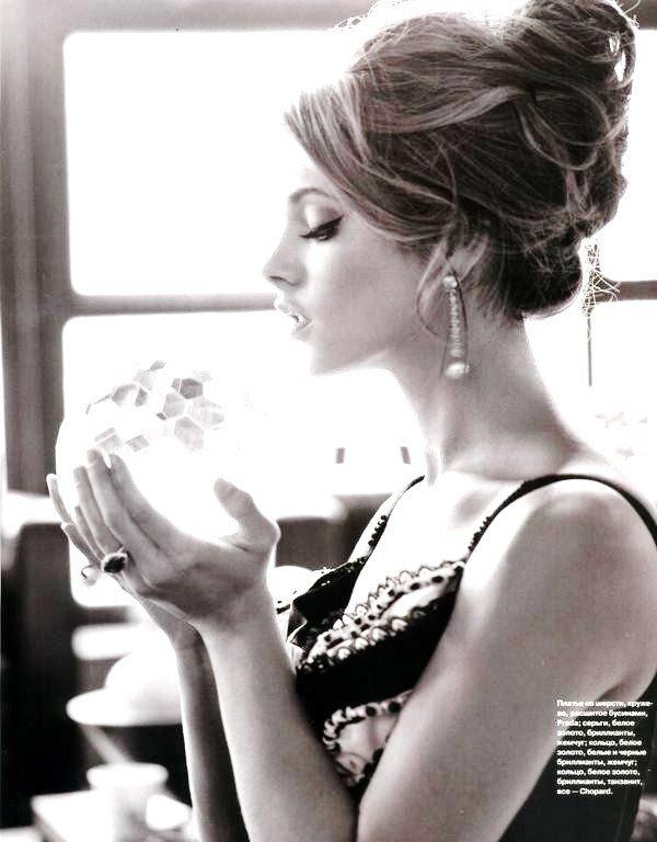 Ashley Greene   / 1ère et 4ème photo retouchée par moi