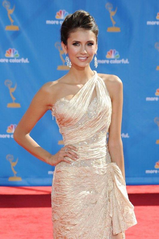 Nina Dobrev et ses plus belles robes !