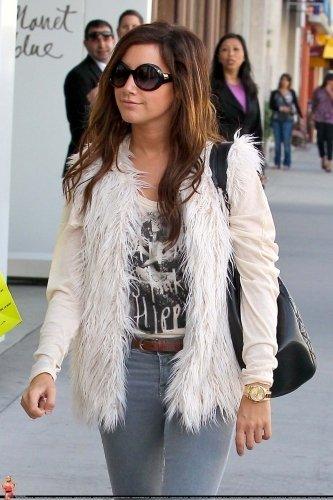 Ashley Tisdale ( 1 ère photo retouchée by ME )