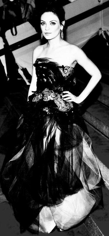 Mila Kunis (  2 ème, 3 ème, 5 ème et  7ème photos retouchées BY ME)