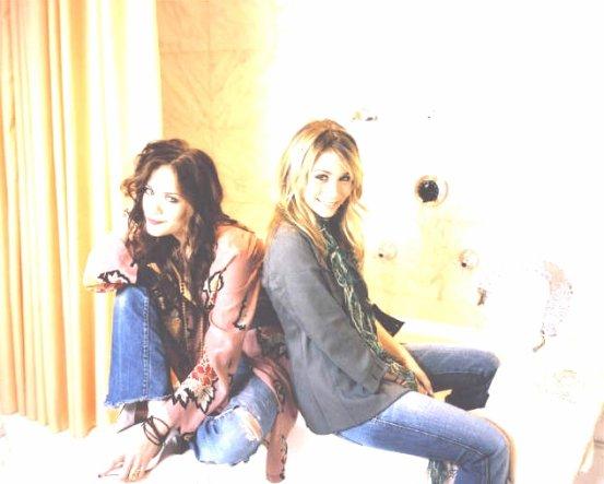 Les Jumelles Olsen <3 ( 1ère, 2èmes, 3èmes, 4èmes, 6èmes et 8èmes photos retouchées BY ME)