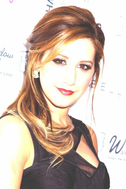 Ashley Tisdale (2èmes et 6èmes photos retouchées BY ME ! )