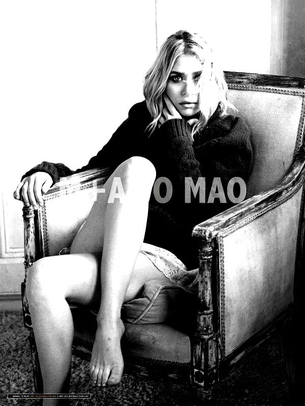 Jessica Stroup / Shenae Grimes / Les Jumelles Olsen (3èmes, 6èmes, 7èmes et 8èmes photos retouchées BY ME)