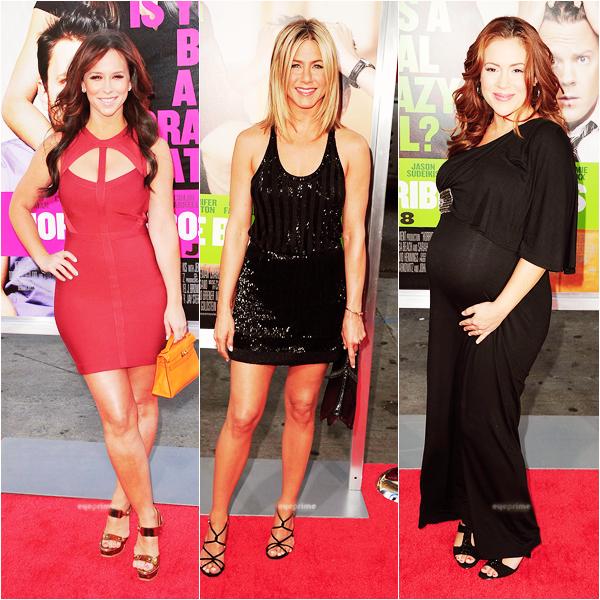 """_  _______________Qui? Peoples_______________Quand?01/07/11________Catégorie?Event  _____  _____»  • Ceci est un article programmée : je suis en vacances. Ces trois stars féminine étaient a la première du film avec Jennifer Aniston  """"Horrible Bosses"""". Bon comme c'ets un article programmé, quand vous allez le voir ça va faire quelques jours que l'évènement a eu lieu mais bon, ça n'empeche que vous pouvez quand même admirer les magnifiques tenues des deux Jennifer et l'énooooorme bouille d'Alyssa xD Oui je sais elle est enceinte te tout mais bon, on dirait une bou-boule nan x) ? Voici la Bande Annonce du film et quelques infos :)  Il a l'air pas mal je trouve ;) .  _"""