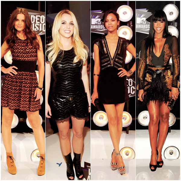 """_  _______________Qui? Peoples_______________Quand?28/08/11________Catégorie?Event  _____  _____» Hier soir c'était les taaant attendu MTV Vidéos Music Awards (ou VMA ça va plus vite..) à Los Angeles. On attendait pleein plein de peoples et franchement on a été servie! J'ai voulu regarder la soirée en VO en direct mais bon a 3 heures du matin je dormais xD. Du coup j'ai regarder pas mal de vidéos de la soirée, histoire d'être un peu au courant quoi (a). Donc en bas de l'article je vous ai mis les vidéos les plus intéressantes comme le show énorme de Chris Brown : genre le mec il vole quoi *O* Il a pas chanté du tout mais la choré était énorme quoi! Sinon Beyonce a chanté sa nouvelle chanson """"Love On Top"""" touuut en live (elle chante trop bien c'est un film -_-) et franchement regarder la vidéo a la fin elle montre au public et tout qu'elle est enceinte et on voit son mec Jay-z (rien que ça) avec ses potes (Kanye-West normal) dans les coulisses avec énorme sourire et tout, on voit même Lady Gaga qui lève son verre c'est trooop énorme xD. Evidemment le show de Gaga était un pure délire..enfin elle a fait plus fou mais là elle parle pendant 3 minutes au début, un genre de discours je sais pas quoi après elle enchaîne avec """"Yoü and I"""" elle se défoule sur son piano, elle boit même une bierre, elle en fout partout sur les gens dans le public et même sur la caméra et tout ça habillée et coiffée en mec xD. Ah ouui et y'a aussi les deux roooooois du monde Jay-z et Kanye West qui ont chanté """"Otis"""", le premier single de leur album de fouuuuuu (j'écoute en boucle (a)) et a un moment y'a un mec qui monte normal sur la scène et il a même pas fait 5 pas qu'un vigile en costard gris vient le dégager xD Et les autres ils continuent de rapper normal xD. Voila pour les vidéos, maintenant passons aux récompenses (et ouui quand même ahha!) La reine de la soirée c'était ... Adele! et ouais pas Gaga, ni Britney mais Adele xD. Elle a gagné 4 prix. Katy Perry qui était nommée 9 fois a gagné """