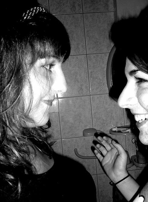 Deux filles, deux amies, deux coeurs : Une rencontre inoubliable !