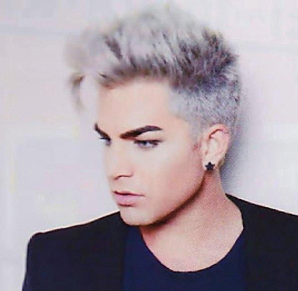 Adam dans un magazine japonais
