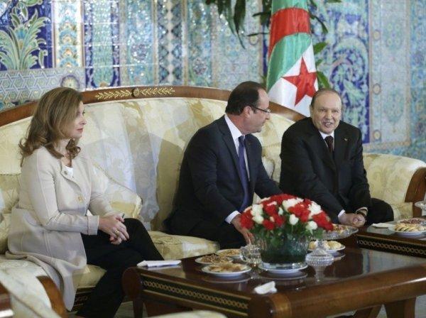 Valérie Trierweiler, la compagne de François Hollande, est également du déplacement.