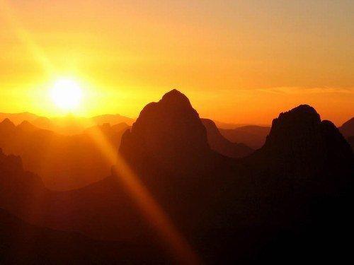 le plus beau coucher de soleil au monde..''assekrem hoggar''