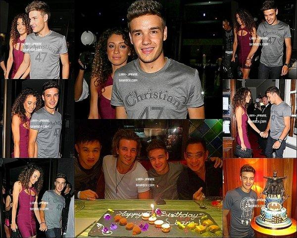- 25/08/12 : Liam a été vu avec une fan et a gentiment voulu prendre une photo avec elle.  -